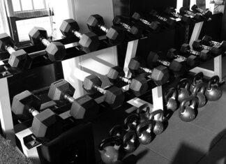Stojaki na siłowni, do czego służą?